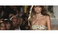 """Em Milão, crítica de moda compara desfiles a """"garotas"""" de Berlusconi"""