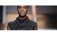 Paris traz várias versões da camisa masculina com Yves Saint Laurent