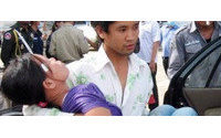 Cambogia: centinaia operaie svenute in fabbrica tessile