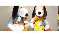 Snoopy em looks de grifes de luxo no Japão