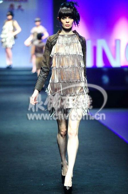 中国服装设计师协会联合主办,旨在鼓励创新,推动中国皮装设计的发展.