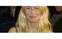Modelo Claudia Schiffer pretende lançar grife própria de moda