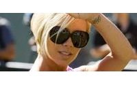 Victoria Beckham relança linha jeans e investe em acessórios