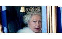 Британская королева наградит известных дизайнеров