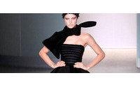 Vasos de Lalique inspiram vestidos da Acquastudio