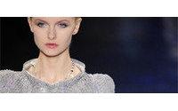 Prata é a cor escolhida pelas coleções de alta-costura em Paris