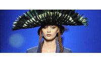 París se rinde a la mujer mexicana de Gaultier y la mujer ninfa de Elie Saab