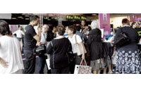 Dans les showrooms parisiens, des acheteurs à l'affût de la tendance