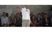 Fashion world mourns 'revolutionary genius' Alexander McQueen
