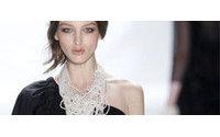 Modelagem elaborada e texturas ganham as passarelas de NY