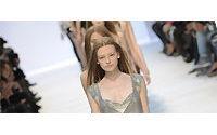 时装周:巴黎九天时装秀,McQueen系列需预约参观