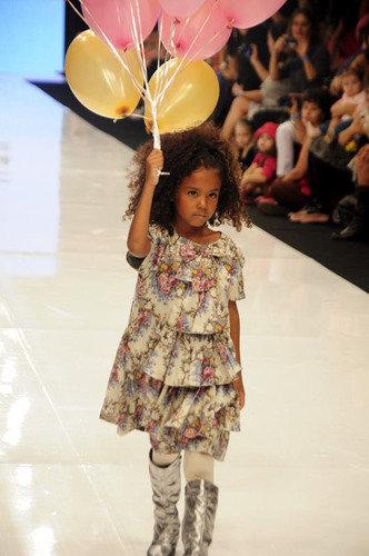 Marcas infantis lotam evento - Notícias : Desfiles (#94528)