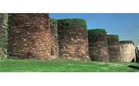 El diseñador Francis Montesinos apadrinaro un espectáculo de moda para promocionar la Muralla de Lugo