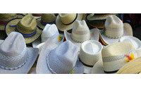 Muestra analiza la historia y evolución del sombrero en los últimos 200 años