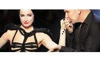 巴黎高级时装周:脱衣舞娘蒂塔•万提斯为Gaultier走秀