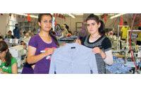 Hazrolu kadınların diktiği gömleği beğenen Zara, 20 makine gönderdi