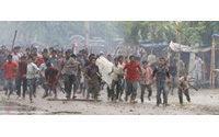 Al menos 80 heridos en disturbios entre Policía y trabajadores de la industria textil en Bangladesh