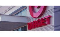 Discounts, heat fuel August US retail sales beat