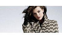 Milla Jovovich estrela campanha de sua linha de roupas