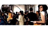 """爱马仕皮具在上海展示""""缝制时间"""""""
