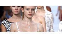 米兰时装周:女强人对垒不羁浪漫小女人