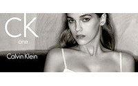 Calvin Klein transforma perfume cK One em marca