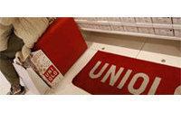 Продажи Uniqlo замедлили падение