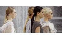 """Chanel: légèreté de plume pour un défilé """"français à mort"""" au Grand Palais"""