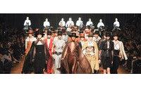 Gaultier se despide de Hermès con flamenco y Elie Saab brilla con luz propia