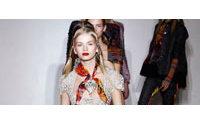 Pariser Frühjahrsmode: Klare Schnitte, edle Stoffe, kräftige Farben