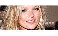 Kate Moss besucht Coty-Werk