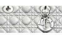 Marion Cotillard y el 'Lady Dior' se tiñen de gris