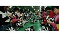 越南制鞋厂劳工要求提高工资