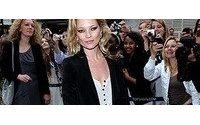 Kate Moss é eleita a mulher mais bem-vestida da década
