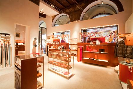 Herm s riapre la boutique di bologna dopo averla rinnovata for Boutique bologna