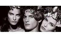 Lagerfeld'in Yunan mitolojisi temasıyla hazırladığı Pirelli takvimi piyasaya çıktı