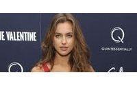 Irina Shayk vuelve a la carga para seducir ahora en Suiteblanco