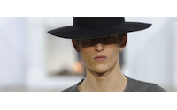 Dior, Kenzo y Hermès visten al hombre en París con su lujosa elegancia