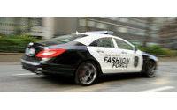 Carro da moda circula nas ruas de Nova York