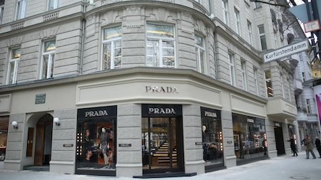 prada ffnet boutique in berlin news vertrieb 153787. Black Bedroom Furniture Sets. Home Design Ideas