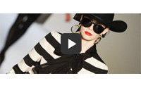 Moschino Sonbahar-Kış 2011/2012 defilesini FashionMag.com'da canlı izleyin