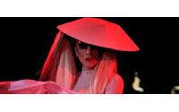 Lady Gaga se convierte en la estrella de las pasarelas de París