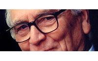 Pierre Cardin, aos 88, chega a SP para desfile e exposição