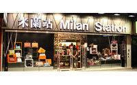 Handbag retailer sets Hong Kong IPO record