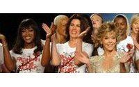 Jane Fonda acapara todo el protagonismo en el desfile de Naomi Campbell