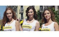 Las chicas Wonderbra recorren las calles de Madrid