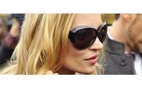 Kate Moss, rock şarkıcısı Jamie Hince ile İngiltere'de evlendi