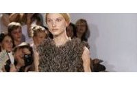 Couture: hommage d'Armani au Japon, Kayrouz pétillant mais épuré