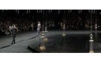 Couture: Chanel reconstitue la Place Vendôme sous la verrière du Grand Palais