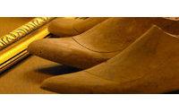 Brea de Aragón explica el proceso de elaboración manual de los zapatos en su Museo del Calzado